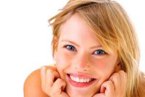 Η ανάπλαση δέρματος με laser είναι μια αξιόπιστη λύση εάν η ακμή, η έκθεση στον ήλιο ή πάροδος του χρόνου έχουν κάνει αισθητή την παρουσία τους στο πρόσωπό σας αφήνοντας σημάδια, κηλίδες, ρυτίδες, ή λεπτές πτυχώσεις (γραμμές).